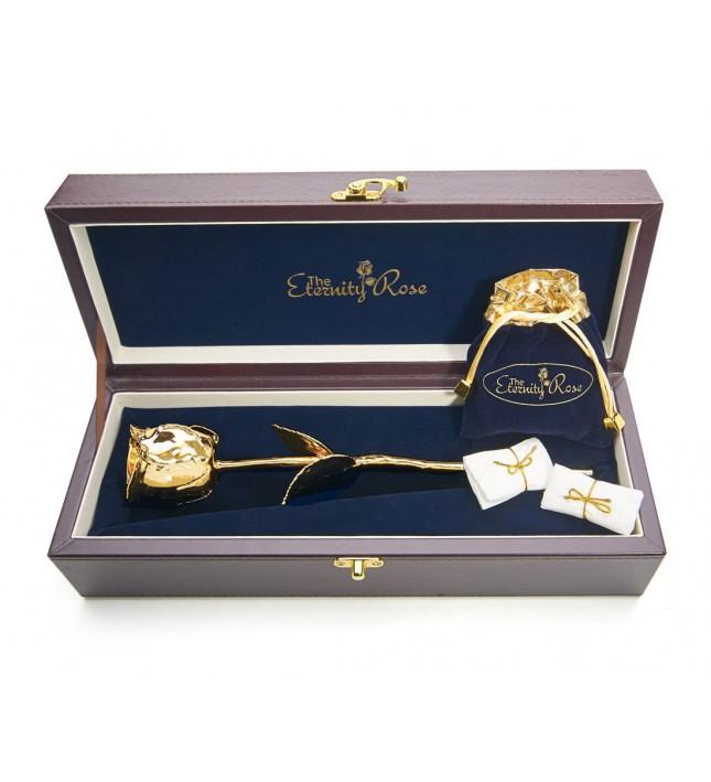 Rose trempée d'or avec ensemble de bijoux violets. Style feuille