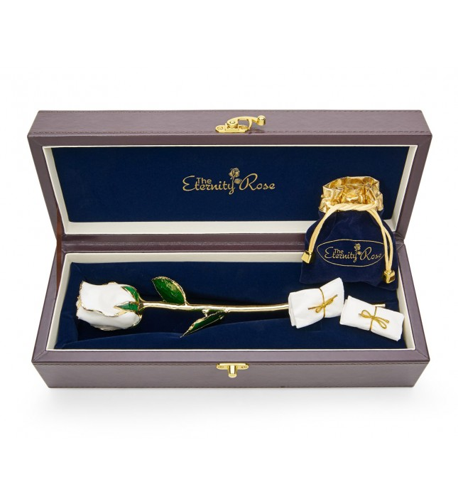 Rose blanche émaillée et bijoux. Style coeur