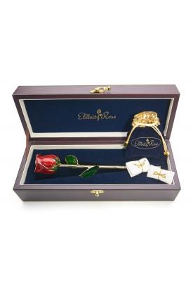 Rose rouge émaillée et bijoux. Style de feuille